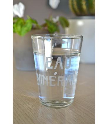 Verre droit eau minérale