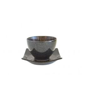 Ensemble tasse et sous-tasse en porcelaine japonaise
